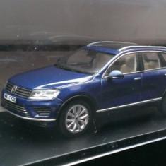 Macheta Volkswagen VW Touareg  2015 albastru - Herpa 1:43