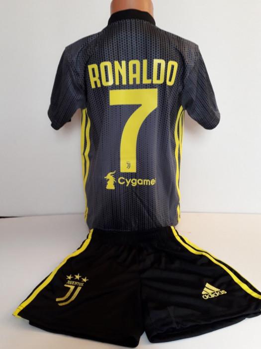 Echipament  fotbal pentru copii Juventus Ronaldo gri model nou