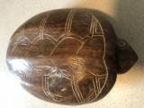 Caseta veche,lemn sculptat,in forma de broasca testoasa,cu compartiment ascuns