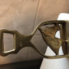 Deschizator de sticle,vechi,englezesc,din bronz,in forma de cap de cal
