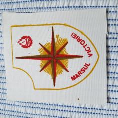 "Ecuson pionieresc, perioada comunista ""Marsul victoriei"""
