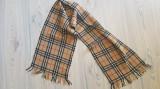 Fular unisex Burberry's clasic, 100% lână, Din imagine