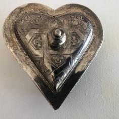 Caseta veche,englezeasca,pentru bijuterii,in forma de inima