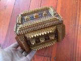 Cutie / caseta Tramp art model deosebit pentru bijuterii sau alte lucruri !