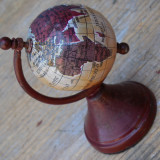 GLOB VECHI PAMANTESC CONFECTIONAT DIN TABLA - MINIATURAL - VINTAGE