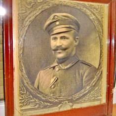 Foto veche anii 1900 Militar in rama lemn. Firma foto E. Martz Munchen.
