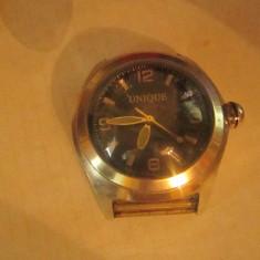 ceas unique barbatesc cu geam foarte gros electronic nu are baterie a7