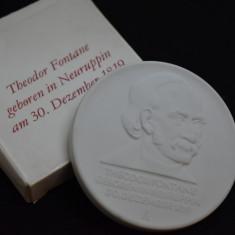 Placheta / Medalie portelan Meissen - Theodor Fontane / in cutie originala