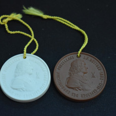 Doua Plachete / Medalii portelan Meissen - J.F. Bottger fondatorul Meissen