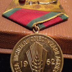 Medalia  In Cinstea Incheierii COLECTIVIZARII AGRICULTURII 1962 in cutie - RPR