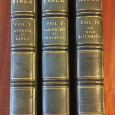 The Holy BIBLE (3 vol., London 1963 Versiunea King James DE LUX - 105 gravuri!)