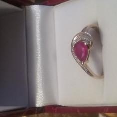 Vand inel cu rubin si diamante