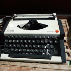 Masina de scris olympia travel