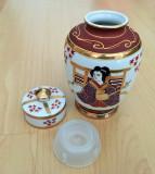 Vaza / Urna - portelan Japonia - coaja de ou - pictata manual