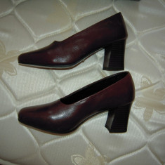 Pantofi eleganti din piele ROMANTICA, maro, marimea 35-36, lungime talpa 23 cm.