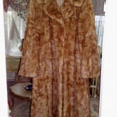 haina blana nurca,aproape noua