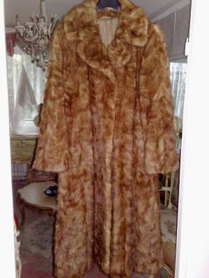 haina blana nurca,aproape noua foto