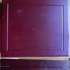 Cutie lemn si plus , cu 36 monede din argint fin 999 , de 17,2 grame , in tipla