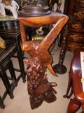 Superb piedestal antic din lemn masiv sculptat