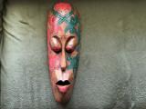 Masca veche,africana,sculptata in lemn