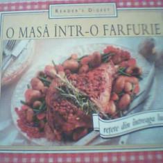 O MASA INTR-O FARFURIE / Retete din intreaga lume { Reader's Digest, 2005 }, Alta editura