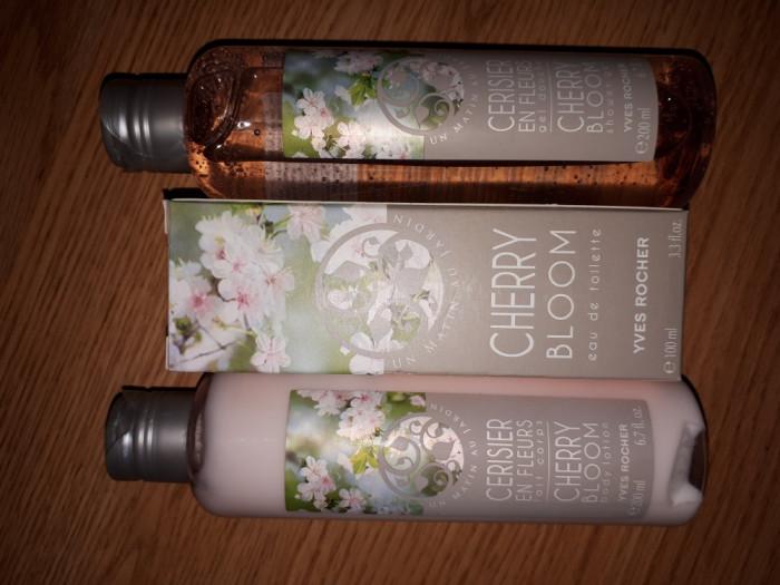 Set parfum flori de cires, gel dus si lapte corp