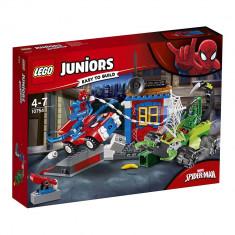 LEGO® Juniors - Confruntarea dintre Omul Paianjen si Scorpion (10754)