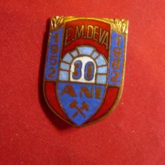 Insigna Exploatare Miniera Deva- 30 Ani 1982 h= 2,7cm ,metal si email