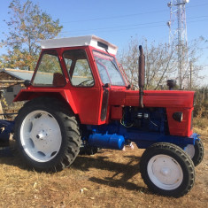 vând tractor U 650 cu plug