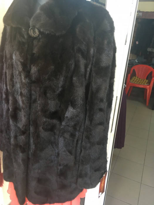 Haine din blana nurca de culoare neagra