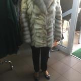 Haina de blana nurca argintie cu guler de vulpe