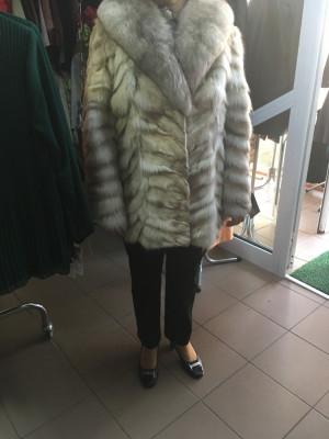 Haina de blana nurca argintie cu guler de vulpe foto