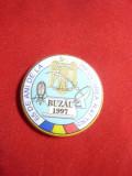 Insigna Militara- 65 Ani Infiintare R47 Trs Buzau 1997, d=2,5cm ,metal si email