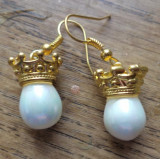 Cercei aurii si perle (imitatie) - capete incoronate