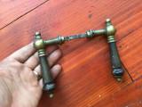 Veche pereche de manere pentru usa din bronz si lemn model deosebit !