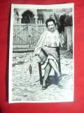 Fotografie - Femeie in costum popular , torcand -interbelica ,dim.=18x11,6cm