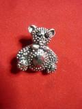 Brosa -Ursulet cu pietricele negre si email ,metal inox , h=2,2 cm