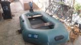 Vand barca cu motor yamaha de 2 cai si 2 timpi
