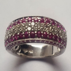 Inel 2.67 ctw cu 30 diamante si 64 safire roz, aur alb 14 kt