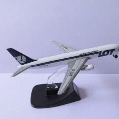 MACHETA METALICA AVION DE LINIE BOEING 767-300 LOT - LINIILE AERIENE POLONEZE