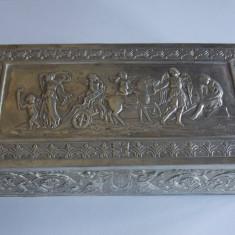 Cutie argint masiva cu ingeri -marcaj 800(928)