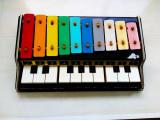 Pian cu xilofon, jucarie din anii 70.