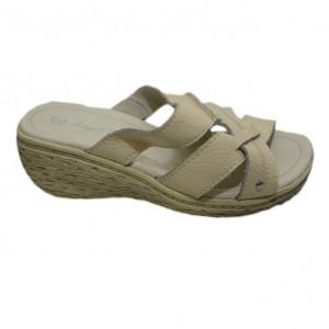Papuc de culoare bej, modern si practic, cu talpa medie intreaga