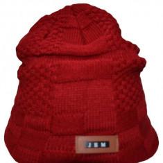 Caciula trendy cu captuseala din blanita, din material rosu tricotat