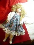 Papusa - cap, maini ,picioare- portelan ,rochita volanase ,trandafiri,h=42cm