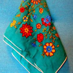 Batic traditional cu flori din Dobrogea.