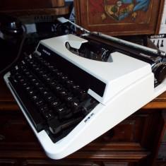 Masina de scris mecanica ADLER