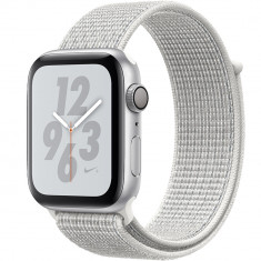 Smartwatch Watch 4 Nike Plus GPS 44MM Aluminiu Argintiu Si Curea Sport Loop Alb, Apple