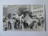 Fotografie colectie 135x85 mm cu participanti la revolutia din 1989 in Bucuresti, Alb-Negru, Romania de la 1950