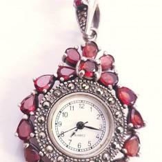Ceas pandant din argint cu granat